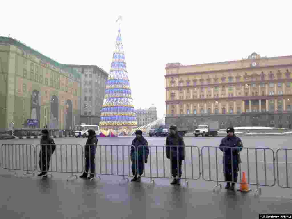 Полицейское оцепление на всем пути от Площади Революции до Болотной, Лубянка