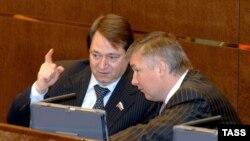 Игорь Изместьев (справа) летел на деловые переговоры, а попал на нары