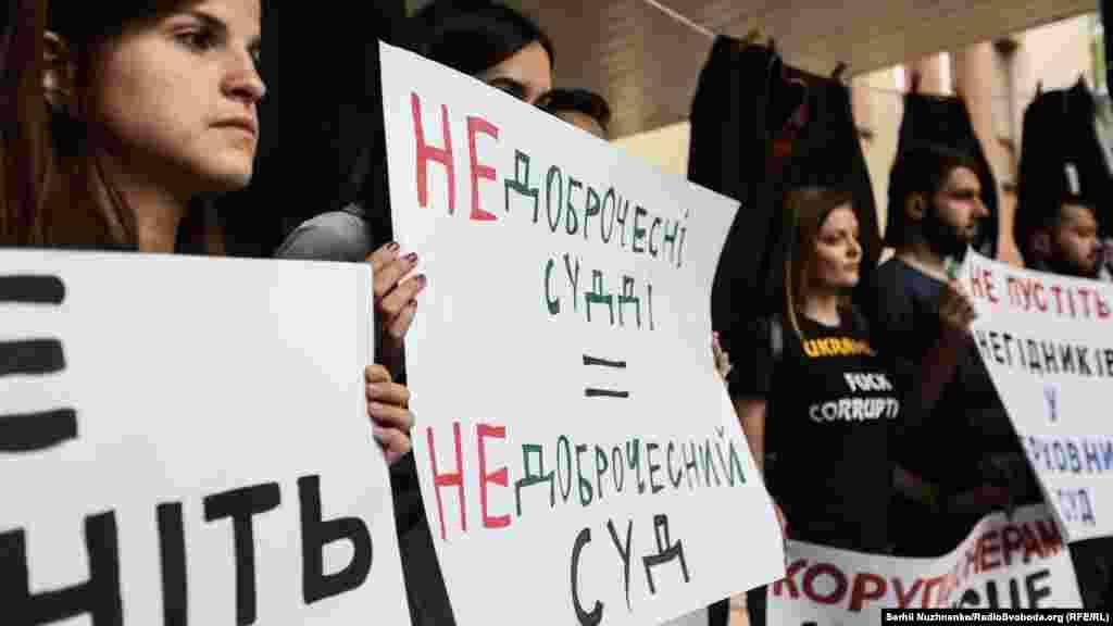 За різними соціологічними опитуваннями, майже 70 відсотків українців не довіряють судовій системі