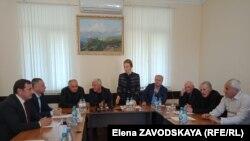 Гули Кичба сообщила, что на обращение к парламенту с призывом незамедлительно собраться и принять поправки, никакой реакции не последовало