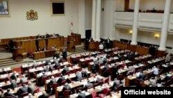 81 голос - за и ни одного против. Таков итог голосования по законопроекту «Хартии свободы» после почти двухлетнего обсуждения