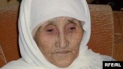 112-летняя Улбала Бейсенова. Село Шарапхана Казыгуртского района Южно-Казахстанской области, 20 марта 2010 года.