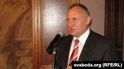 Мікалай Статкевіч падчас рэгістрацыі кандыдатаў у прэзыдэнты на мінулых выбарах, архіўнае фота 2010 году