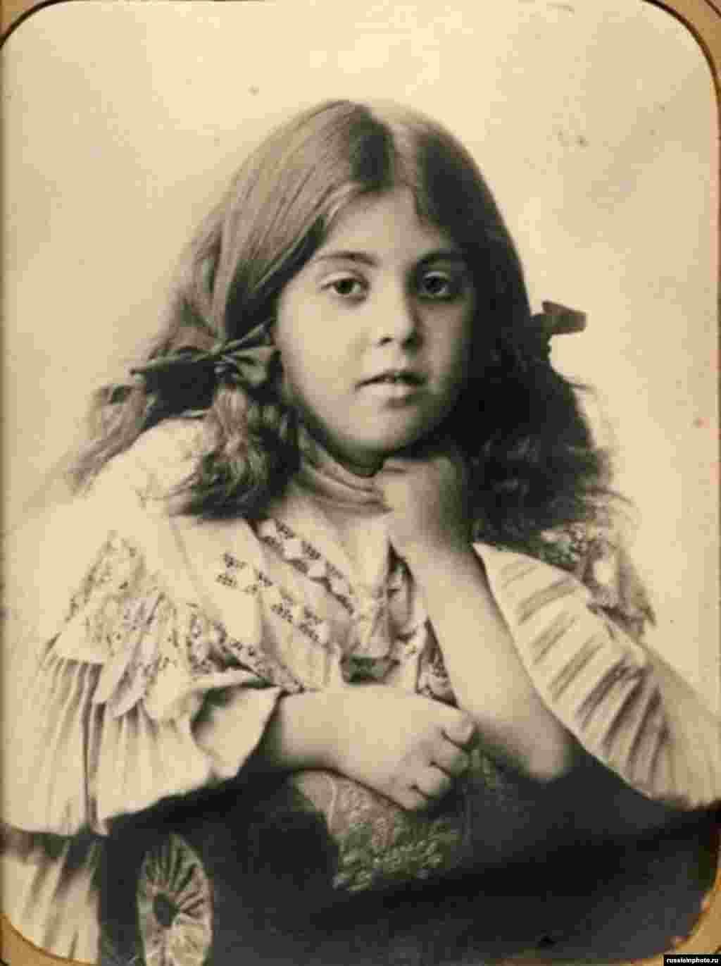 Қыз баланың суреті. Мәскеу, 1890 жыл.