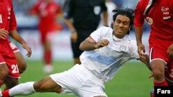تيم ملی فوتبال ايران جمعه ۲۲ دی ماه، در سومين بازی تدارکاتی خود در دبی، تيم ملی امارات را دو بر صفر شکست داد .