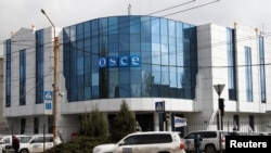 Ukraine -- A vehicle of the Organization for Security and Cooperation in Europe (OSCE) special monitoring mission for Ukraine drives past the OSCE office in the pro-Russian rebel-held city of Luhansk, April 24, 2017