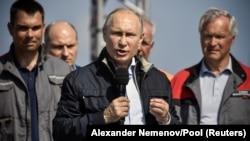 Путин выступил на торжественном открытии моста