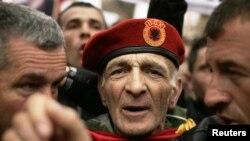 Fotografi nga një protestë e veteranëve të UÇK-së, Prishtinë, 2011