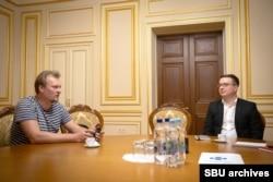 Євген Солонина, журналіст Радіо Свобода (л) та Сергій Пунь, відповідальний за реформу СБУ (п)