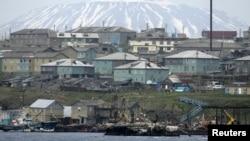 Островот Кунашири, еден од четирите острови познати како Северни Курили.
