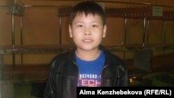 Юный зритель из Актау Амир С. говорит, что доволен увиденным на манеже. Алматы, 19 апреля 2014 года.