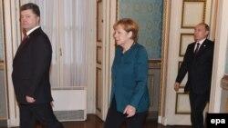 Петро Порошенко, Анґела Меркель та Володимир Путін на зустрічі в Мілані, 17 жовтня 2014 року