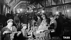 Производство боеприпасов в севастопольской штольне, ноябрь 1941 года