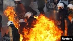 Немирите на протестите во Грција