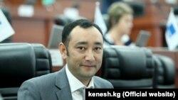 Музаффар Исаков в бытность депутатом парламента Кыргызстана.