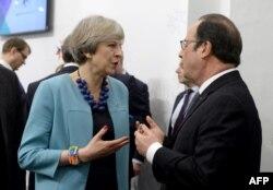 Британский премьер Тереза Мэй и французский президент Франсуа Олланд обсуждают будущее ЕС без Соединенного Королевства