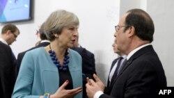 Britaniýanyň premýer-ministri Teresa Meý (ç) we Fransiýanyň prezidenti Fransua Holland, Walletta, 3-nji fewral, 2017