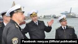 Командующий Военно-морскими силами Украины Игорь Воронченко (в центре)