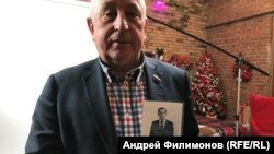 Николай Харитонов со своим портретом 1977 года