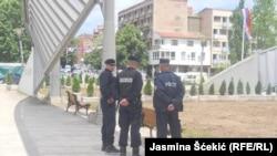 Policiaj na glavnom mostru preko reke Ibar, foto: Jasmina Šćekić