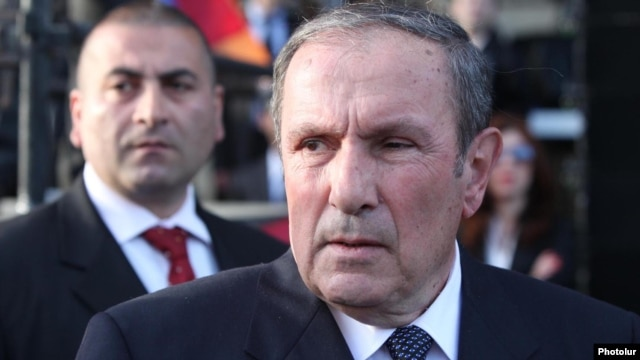 Armenia - Opposition leader Levon Ter-Petrosian at a rally in Yerevan, 20Apr2012.
