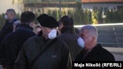 Sve više ljudi sa maskama na ulicama