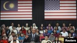 Барак Обама, президент США, выступает перед студентами в Куала-Лумпуре. 20 ноября 2015 года.