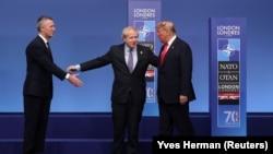 Sekretari i Përgjithshëm i NATO-s, Jens Stoltenberg, kryeministri britanik, Boris Johnson dhe presidenti amerikan, Donald Trump në Samitin e NATO-s në Londër.