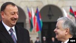 Prezident İlham Əliyev (solda) və prezident Lex Kaçinski (sağda), Varşava, 26 fevral 2008