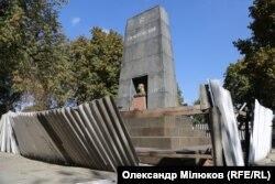 Занедбаний мавзолей Котовського в однойменному парку
