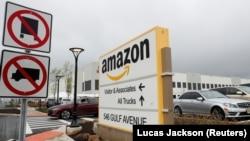 Склад компании Amazon в Нью-Йорке.