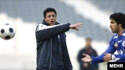 صمد مرفاوی پس از پایان بازی استقلال و پیکان استعفا کرد.