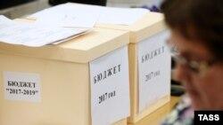 Правительство внесло в Госдуму проект федерального бюджета на 2017–2019 годы (архивное фото)