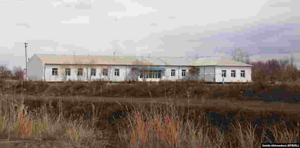 Казахская школа в селе Алгабас.