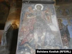 Церква Спаса на Берестові зсередини: фреска 12 сторіччя, на якій зображений Архангел Михаїл