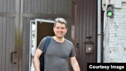 Сергей Беспалов выходит из изолятора