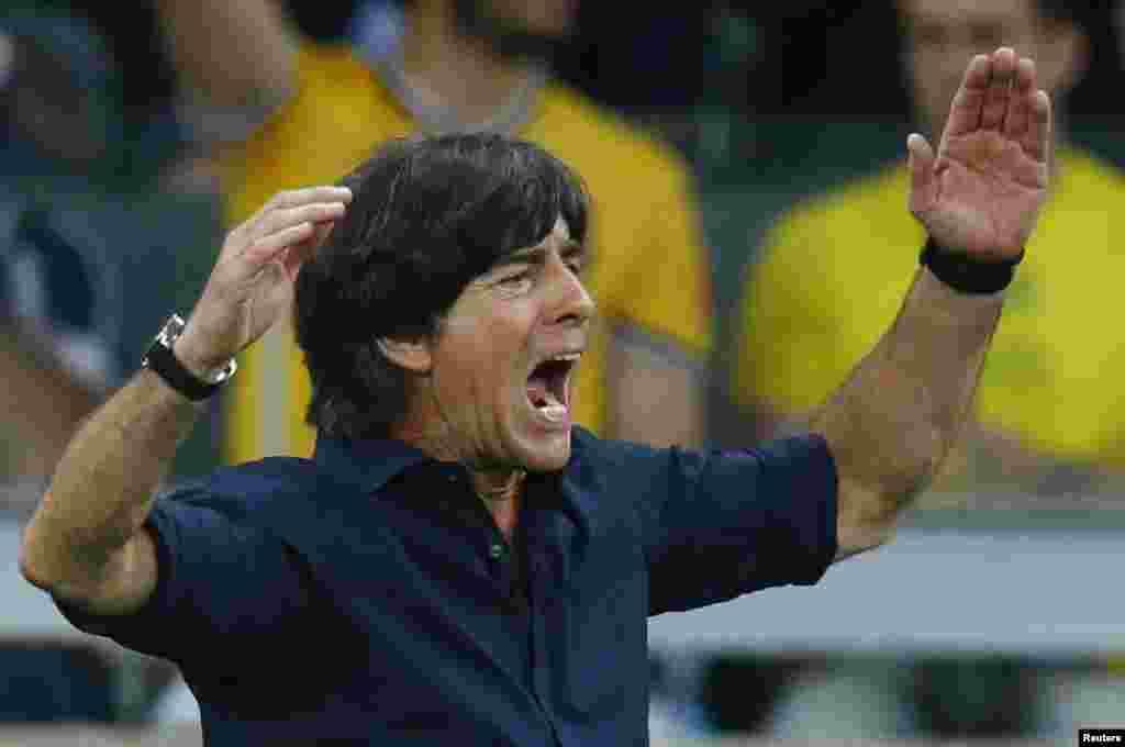 یوآخیم لوو، سرمربی تیم آلمان... با نتیجهای که تیم آلمان گرفت، میتوان حدس زد که نام او از همین الان در «ترینهای» تاریخ فوتبال جاودانه شده است