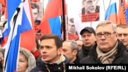 Михаил Касьянов и Илья Яшин на траурном шествии памяти Бориса Немцова