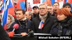 Михаил Касьянов среди соратников на траурном шествии памяти Бориса Немцова
