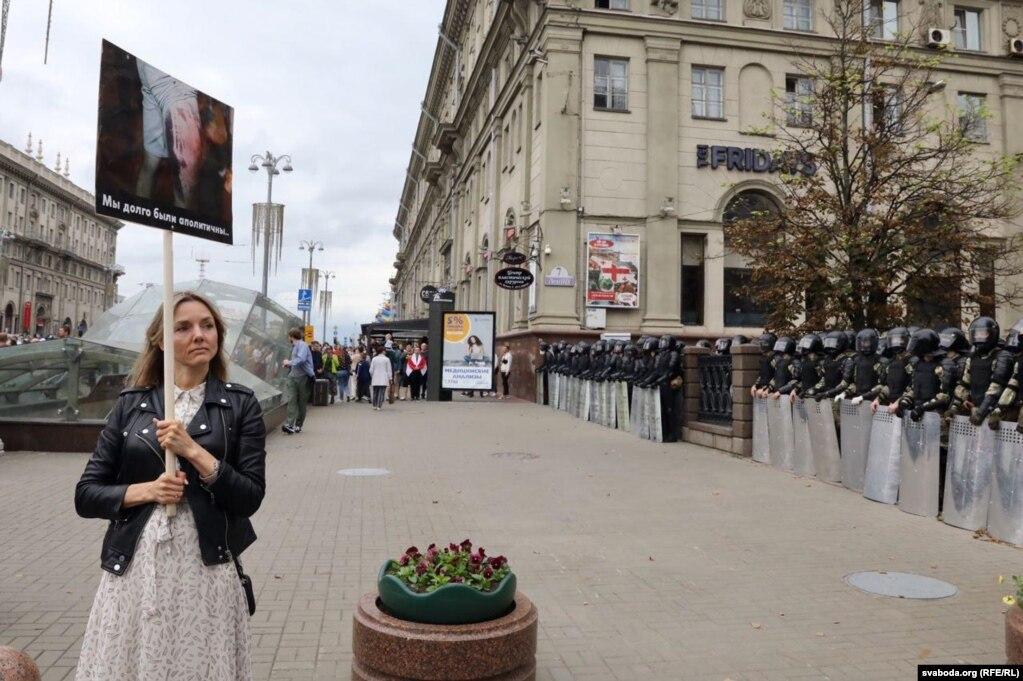Сілавікі заблякавалі вуліцу Леніна каля будынку Нацбанку Беларусі