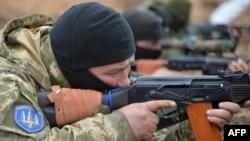 Українські військовослужбовці у Бердянську. 14 квітня 2015 року. Ілюстраційне фото