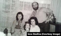 Борис Осипов с женой и дочерьми. 80-е годы