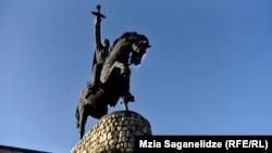 ერეკლე II-ის ძეგლი თელავში