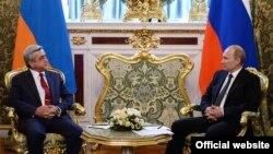 Встреча президентов Армении и России - Сержа Саргсяна (слева) и Владимира Путина, Москва, 8 мая 2014 г. (Фотография - пресс-служба президента Армении)