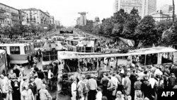 Soviet Union -- People gather in front of a barricade made of trams at the site of overnight clashes with pro-coup soldiers in Moscow, August 21, 1991