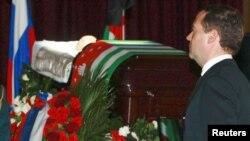 Дмитрий Медведев приехал попрощаться с президентом Абхазии