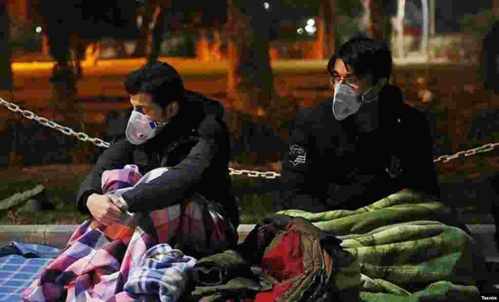 مردم در استانهای تهران و البرز به پارکها، خیابانها و فضای باز پناه آوردند.