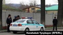Полиция қызметкерлері. Көрнекі сурет