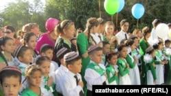 Bilim güni, Aşgabat, 2012-nji ýylyň 1-nji sentýabry.