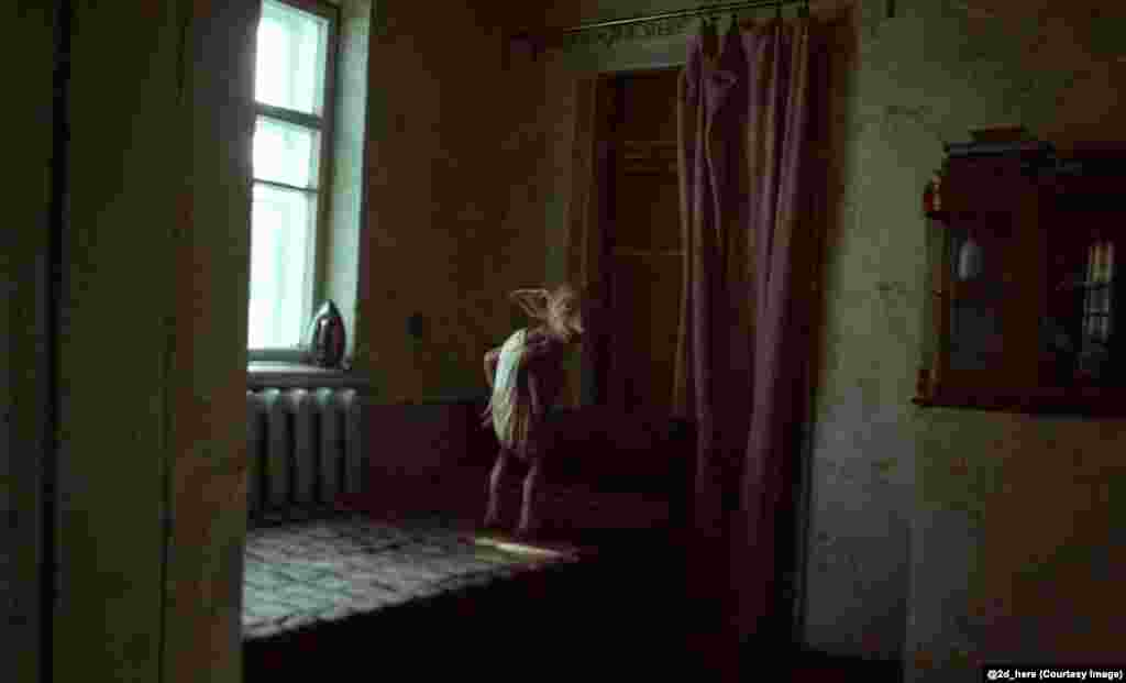 Dobby the house elf, from the Harry Potter series, in a Soviet apartment.